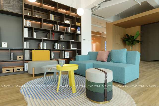雅风办公家具展厅二楼会议休闲区